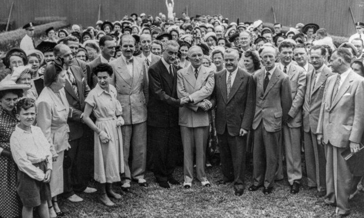 US-Präsident Harry S. Truman (Mitte) 1950 mit Fulbright-Lehrerinnen und -Lehrern. (Foto:University of Arkansas Libraries Special Collections)