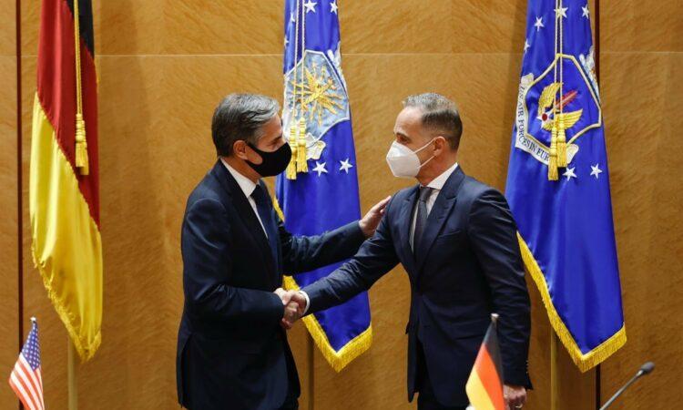 Blinken, Maas shake hands