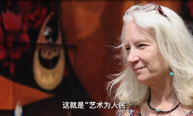 lady talking about art