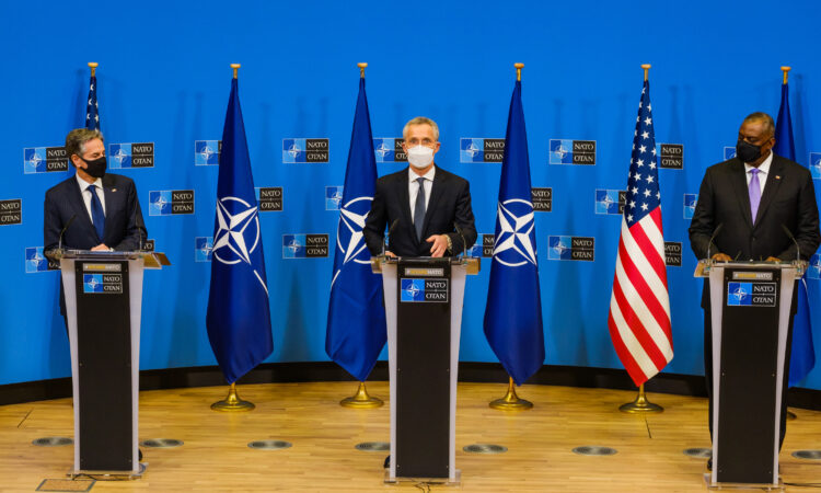Joint press conference by the NATO Secretary General Jens Stoltenberg and the US Secretaries of State and Defense