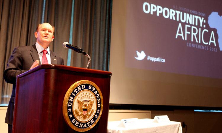 Man standing at podium (senatorchriscoons/Flickr)