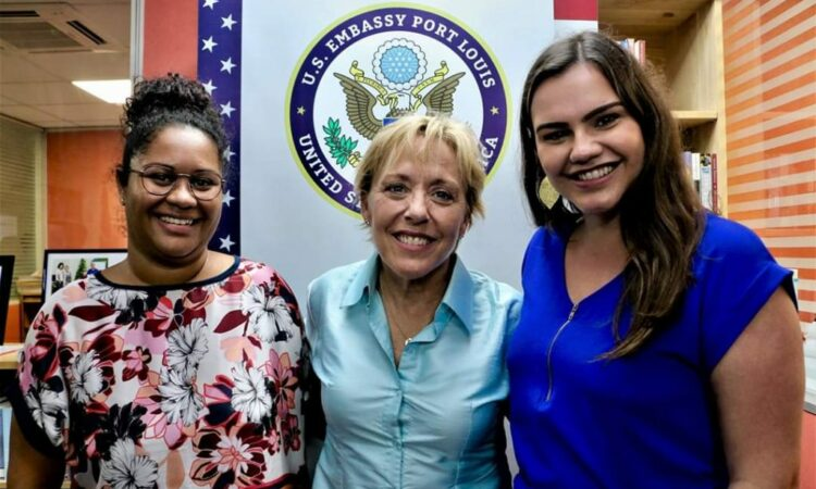 Djemillah with Bianca Buliga and Judes de Baere at the 2020 Impact-Driven Entrepreneurship Masterclass