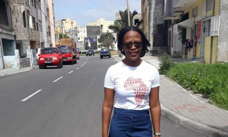 Jacqueline walking to her YALILearns session in October 2019