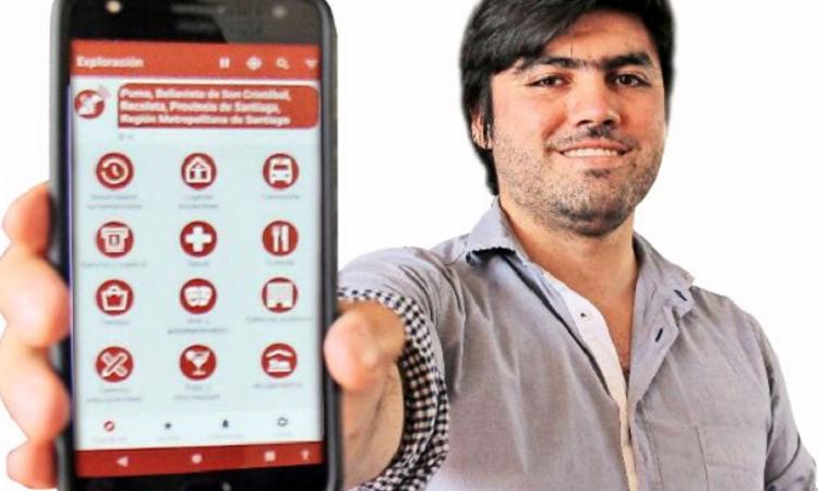 rené Espinoza holding phone
