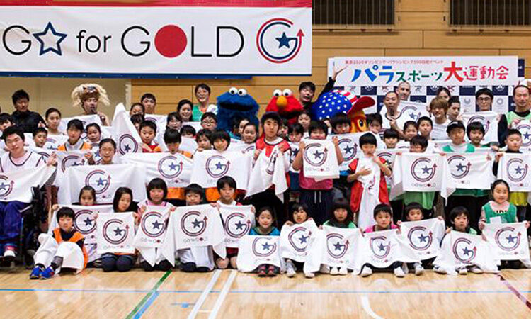 Children holding signs of G for Gold