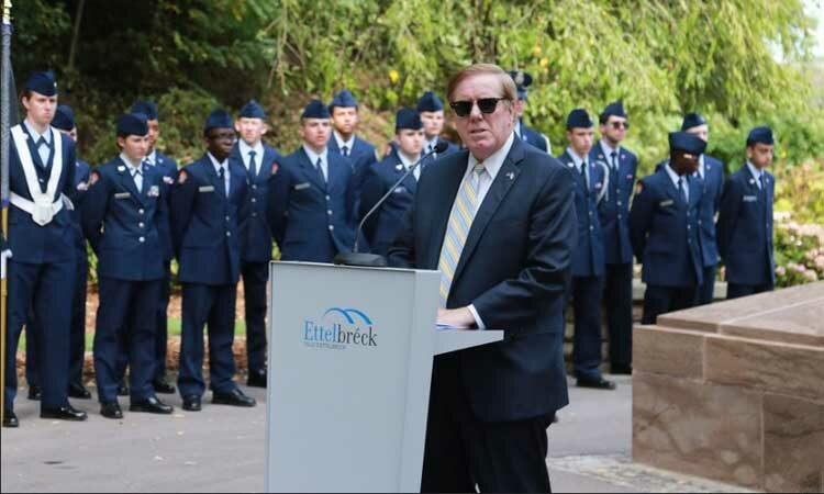Ambassador Randy Evans speaks at a podium at Ettelbruck